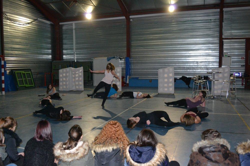 «Une journée au lycée»… dansée par les Terminales SAPAT