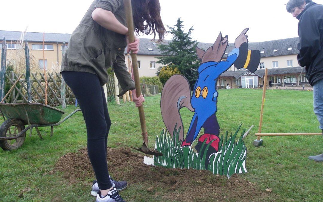 Illustration thématique dans les espaces verts du lycée